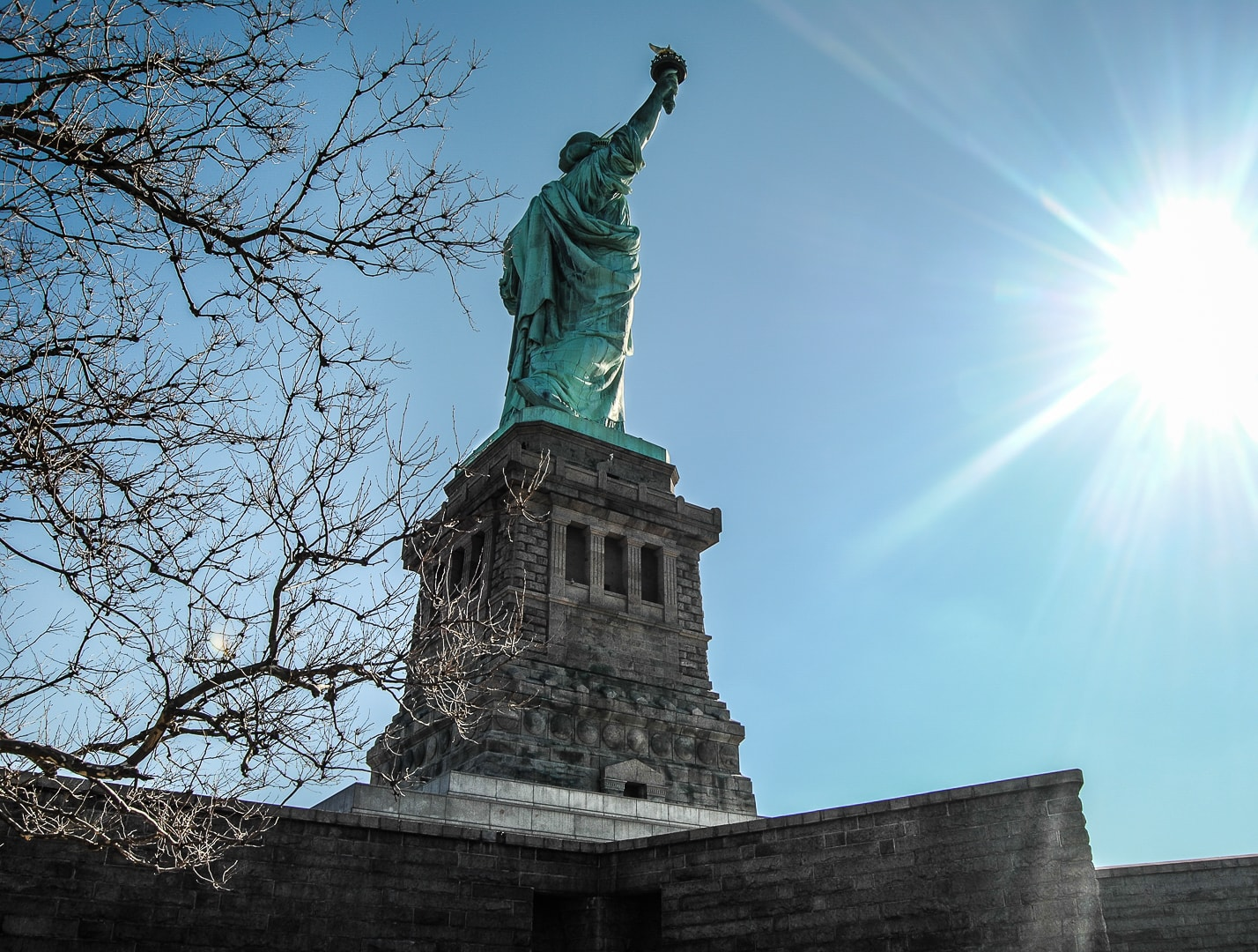 cliché de la statue de la liberté new york